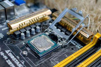 HOW TO BUILD YOUR OWN CUSTOM GAMING PC